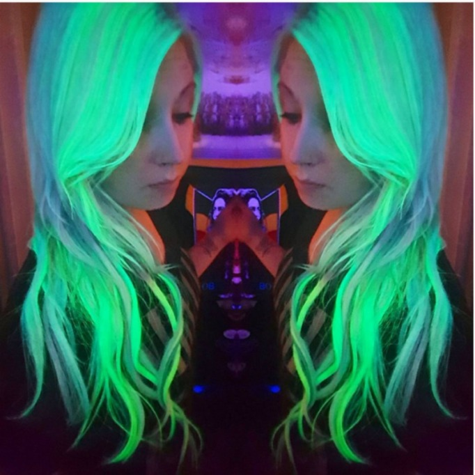 Bright green UV reflective hairstyle trend
