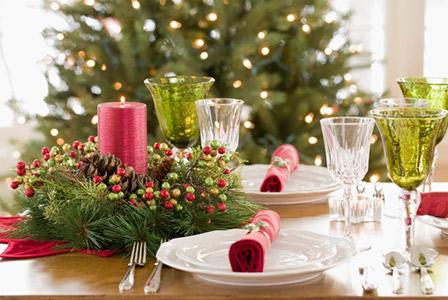 mini wreath on christmas table