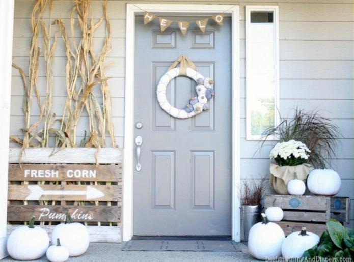 9 Fabulous fall porches for a