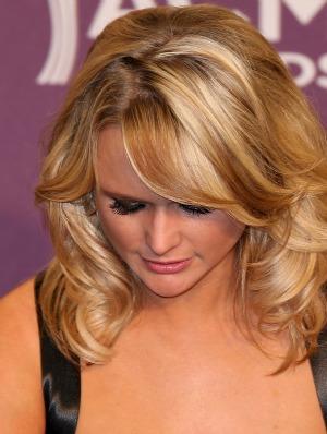 Miranda Lambert breaks down at Oklahoma benefit concert