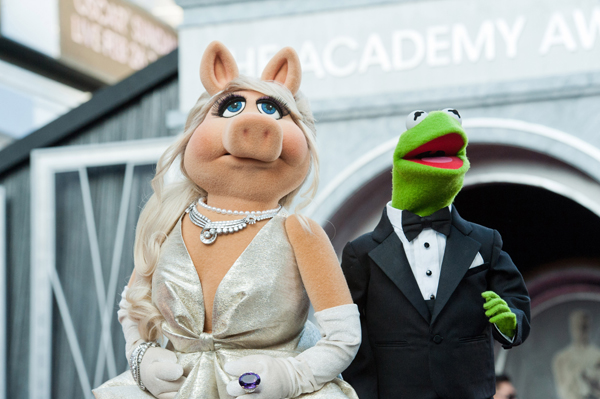 Miss Piggy & Kermit the Frog go couture! – SheKnows