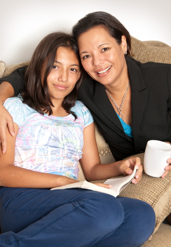 Mom and tween reading
