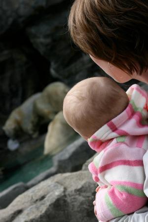mom and baby at zoo
