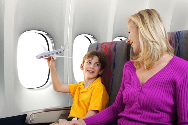 mom-son-traveling-together