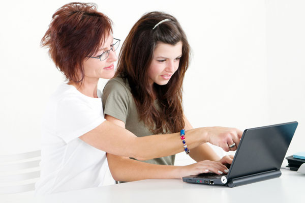 Mother and Daughter Studying | Sheknows.ca