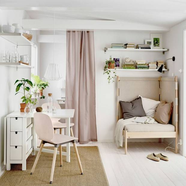 The Best Small Spaces of 2017: Mounted Shelves And A Dining Table | Home Decor
