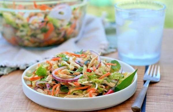 Vietnamese spicy chicken and cabbage salad