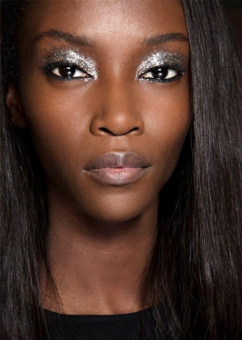 30 Summer Makeup Ideas: Sparkly Smokey Eye