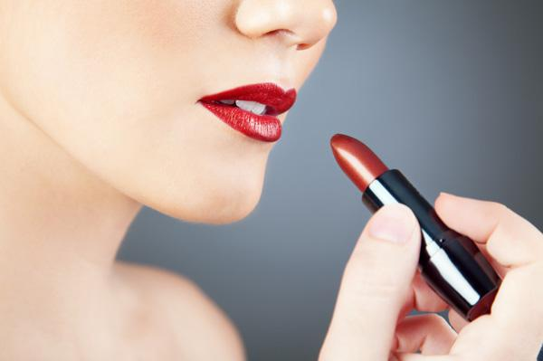 How to prevent red lipstick from
