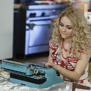 The Carrie Diaries teaser: Molly Sims