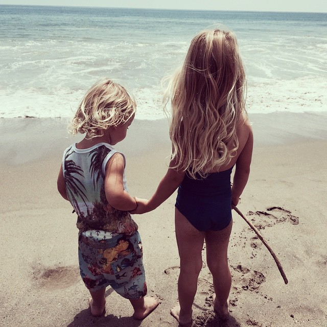 Jessica Simpson's family photos are totally beautiful: Siblings at the beach
