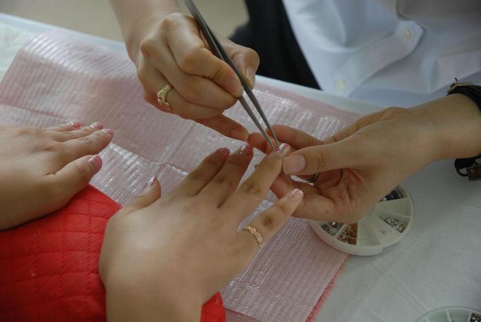 Spreading HIV through manicures: Facts to