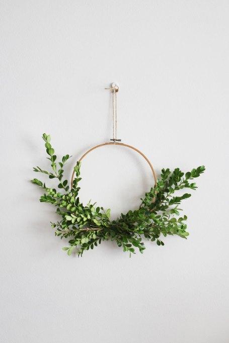 Winter Decor DIYs: Minimal Wreath