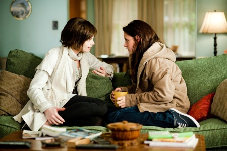 Bella chats in New Moon