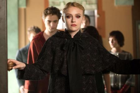 Dakota Fanning leads Edward (Robert Pattinson) into New Moon judgement