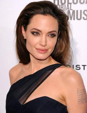 "Angelina Jolie was ""prudish"" about nude"