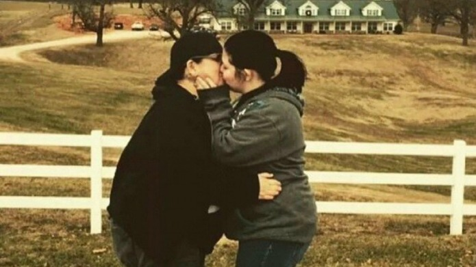 Lesbian couple returns to Duggar family