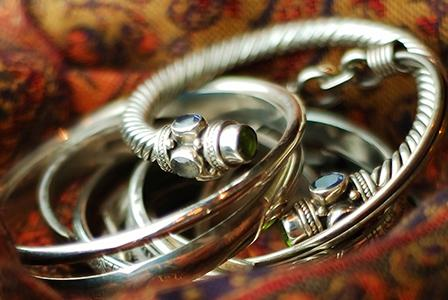 How to clean jewellery at home