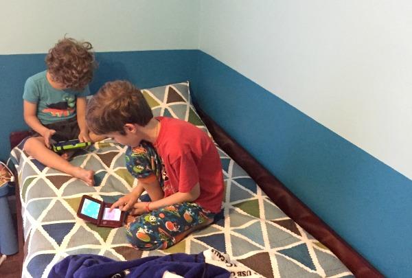 kids playing nintendo