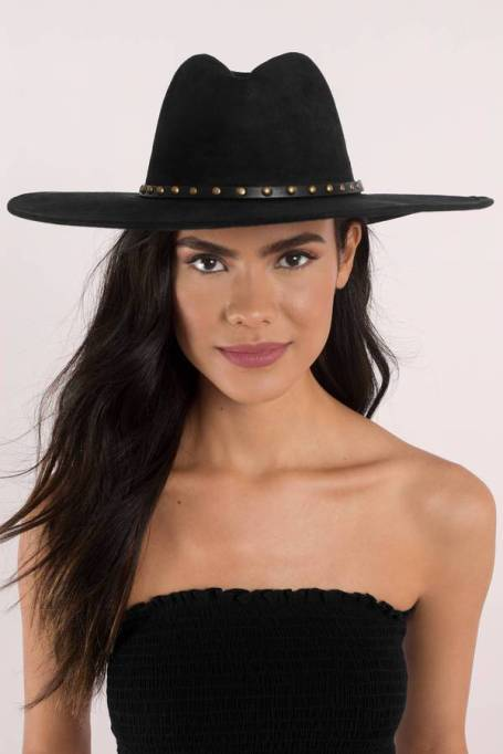 Must-Have Fall Hats: Raquel Gold Studded Hat | Fall Fashion Trends