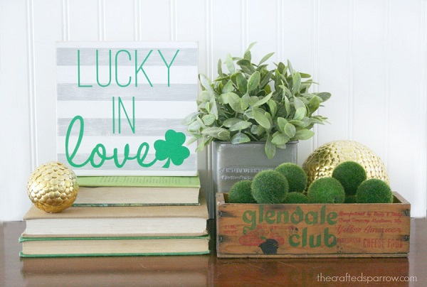 Lucky in Love DIY St. Patrick's Day sign