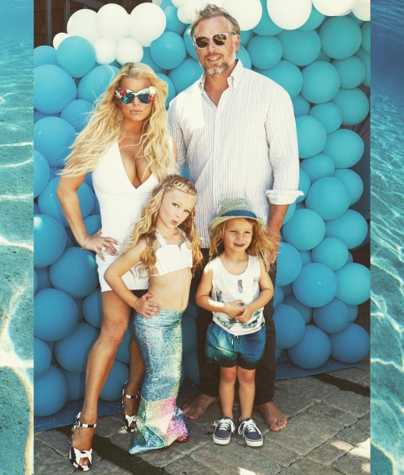 Jessica Simpson's family photos are totally beautiful: Blonde & beautiful at the beach