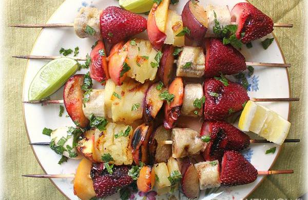 Grilled fruit kabobs with a honey-mint