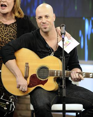 Chris Daughtry singing the national anthem