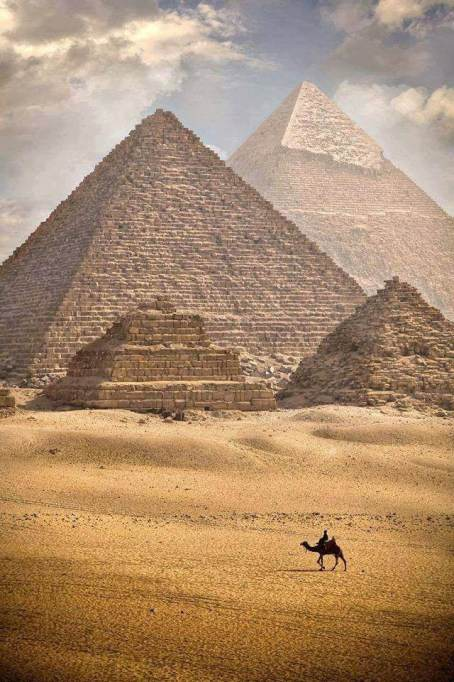 Must-See Travel Destinations: Pyramids of Giza
