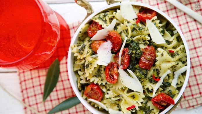 Garlic kale pasta