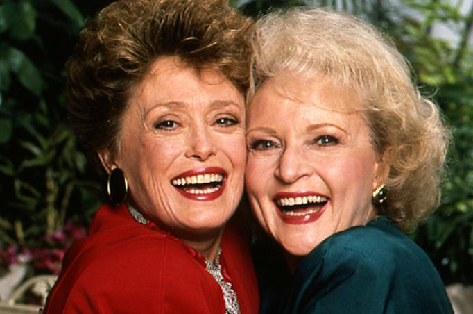 Rue McClanahan and Betty White on the Golden Girls set