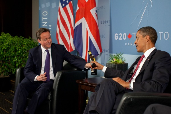 President Obama and David Cameron have a beer