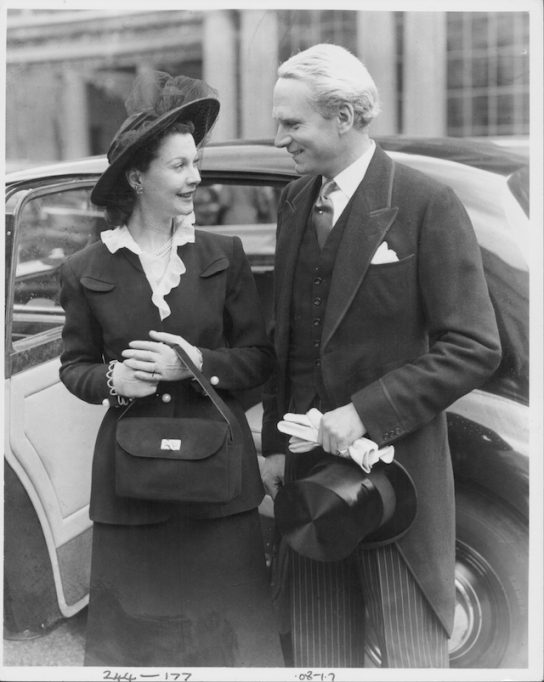 Laurence Olivier and Vivien Leigh, arriving at Buckingham Palace, as Laurence receives his Knighthood in 1947