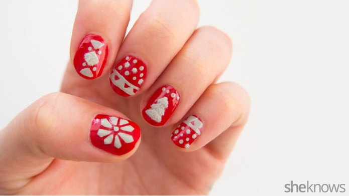 Christmas sweater nail design