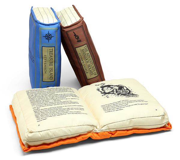 olde-book-pillows