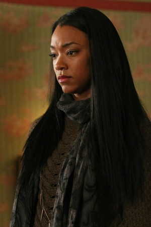 """Sonequa Martin-Green in Once Upon a Time season 2 episode 18 """"Selfless, Brave and True"""""""