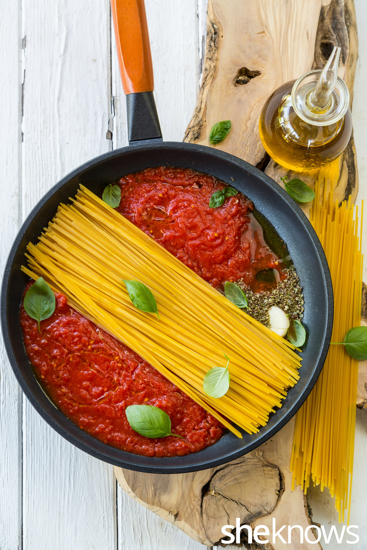 one-pot-spaghetti-al-pomodoro-before-cooking