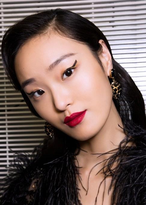 Low-Maintenance Summer Beauty Inspiration Ideas: Black Hair Red Lip | Summer Beauty 2017