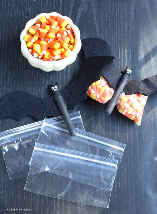 7 Super-Easy (Yet Totally Adorable) Halloween Crafts: DIY Halloween Bats