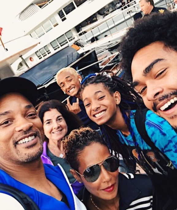 Photo of Will Smith, Jada Pinkett Smith and their kids