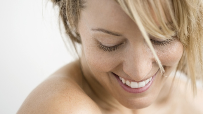 9 Moisturizing face and body mists