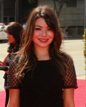 iCarly heads to Late Night with