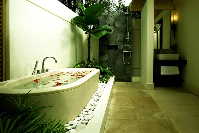 Outdoor bathroom at Amara Sanctuary Resort