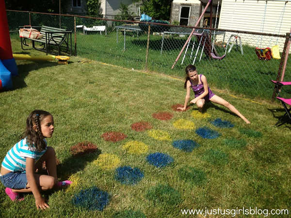 Outdoor Twister game | Sheknows.com
