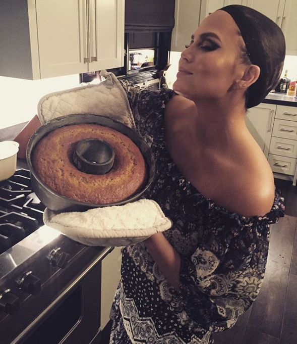 Chrissy Teigen Mouth Watering Recipes: homemade banana bread | Celebrity Eats