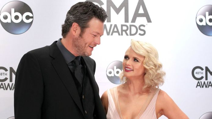 These tweets between Blake Shelton and