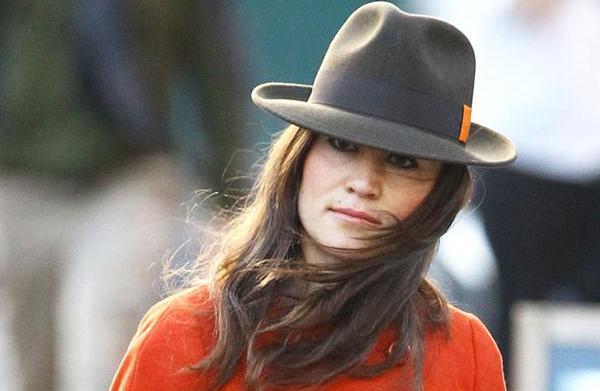Pippa warns paparazzi: Stop or I'll