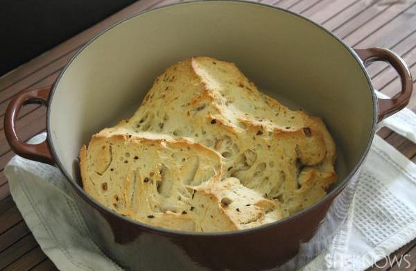 Garlic rosemary Dutch oven bread loaf