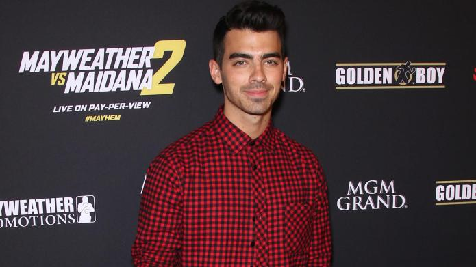 Is Joe Jonas hooking up with