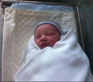 Mommy tweets: Glee's Heather Morris' baby